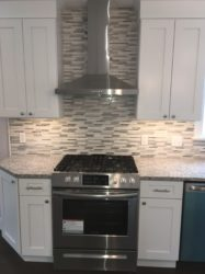 Stainless_Steel_Range_and Hood_with_Forevermark_Ice_White_Shaker_Cabinets